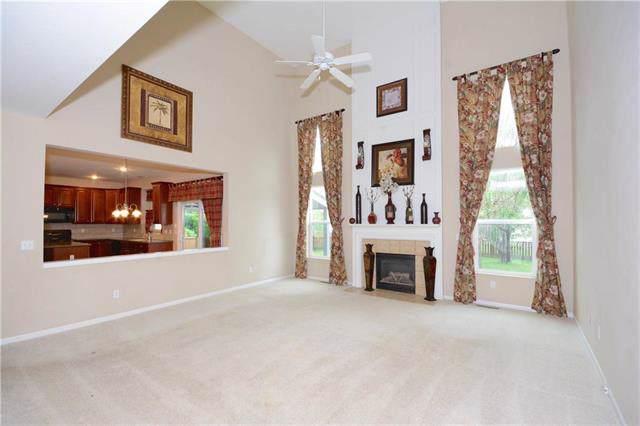 9318 Kenton Street, Lenexa, KS 66227 (#2185458) :: Eric Craig Real Estate Team