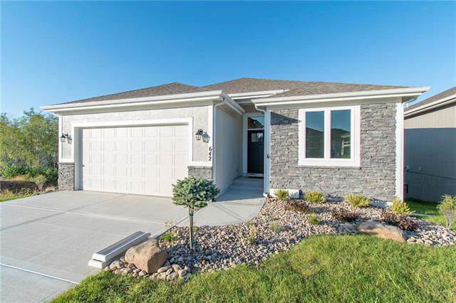 639 NW 110th Street, Kansas City, MO 64155 (#2185658) :: Eric Craig Real Estate Team