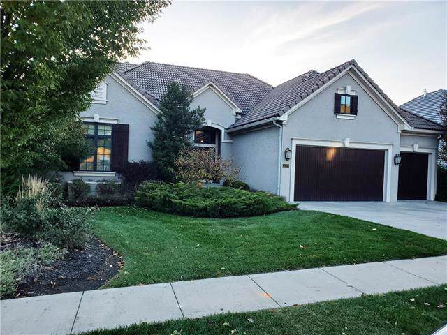8275 Shoreline Drive, Parkville, MO 64152 (#2187291) :: House of Couse Group
