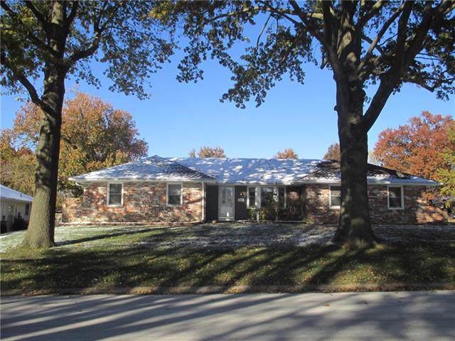 2300 Meadowlark Drive, Harrisonville, MO 64701 (#2187319) :: Clemons Home Team/ReMax Innovations