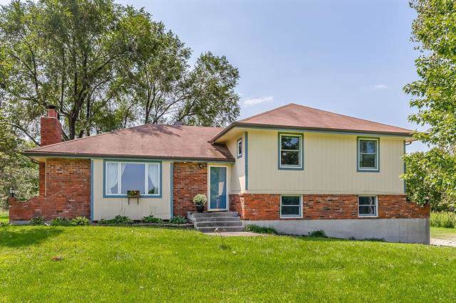 27845 W 343rd Street, Osawatomie, KS 66064 (#2187872) :: House of Couse Group