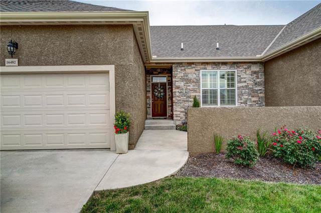 16482 W 168th Place, Olathe, KS 66062 (#2188052) :: The Gunselman Team