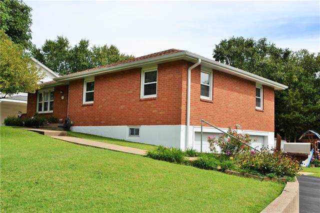 213 S Lacy Street, Independence, MO 64050 (#2188841) :: Dani Beyer Real Estate