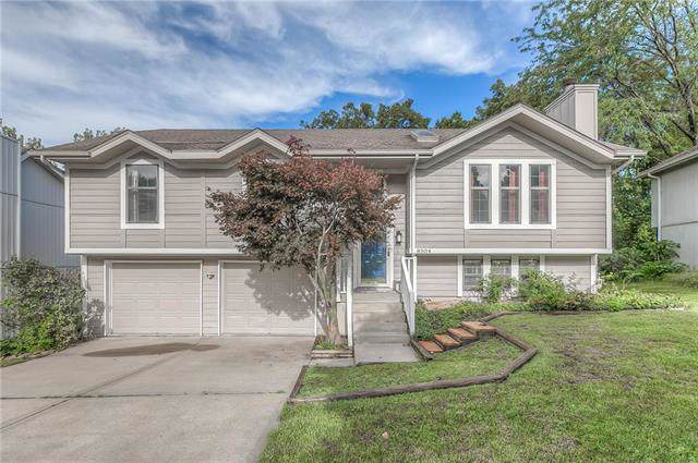 8504 NW 81ST Terrace, Kansas City, MO 64152 (#2188924) :: Shane Griffin Group