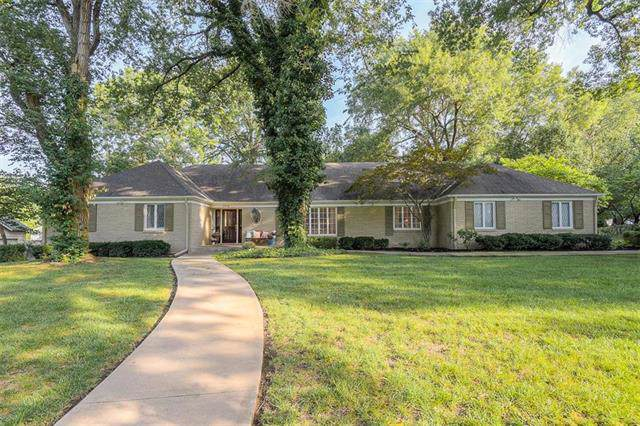 2816 W 67th Street, Mission Hills, KS 66208 (#2188991) :: The Shannon Lyon Group - ReeceNichols