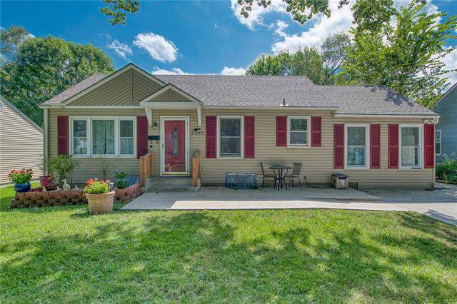 5307 W 49th Street, Roeland Park, KS 66205 (#2189110) :: The Shannon Lyon Group - ReeceNichols