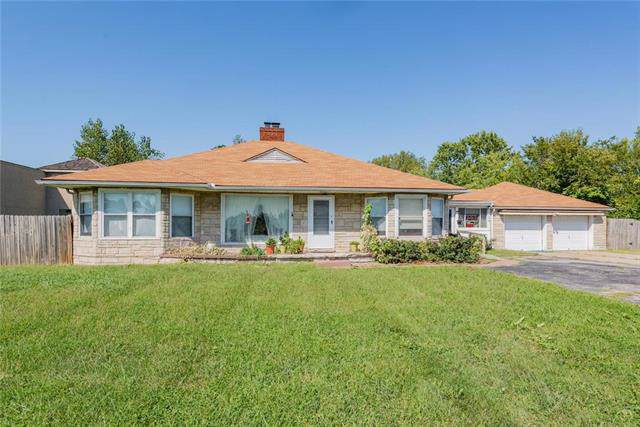 17004 E 24 Highway, Independence, MO 64056 (#2189483) :: House of Couse Group
