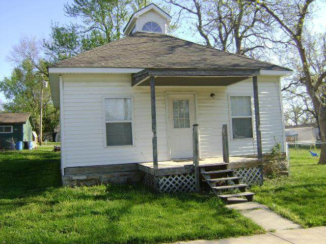 208 W Lucy Street, Mclouth, KS 66054 (#2190124) :: The Shannon Lyon Group - ReeceNichols