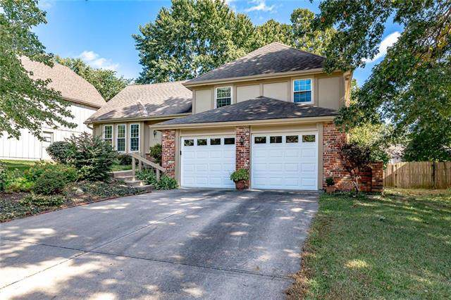 10221 Bradshaw Street, Lenexa, KS 66215 (#2192454) :: Kansas City Homes