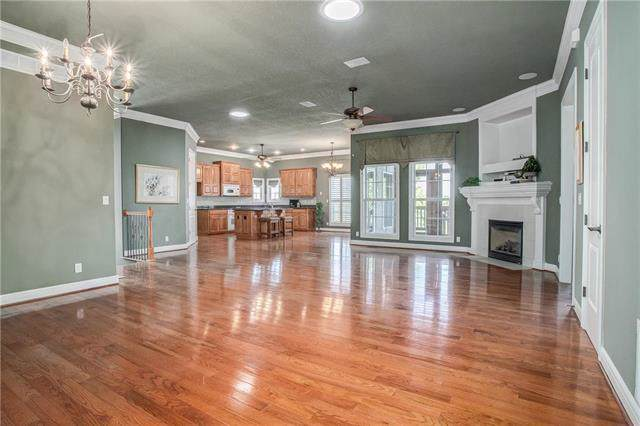 404 NW Greenview Court, Lee's Summit, MO 64064 (#2192702) :: Clemons Home Team/ReMax Innovations