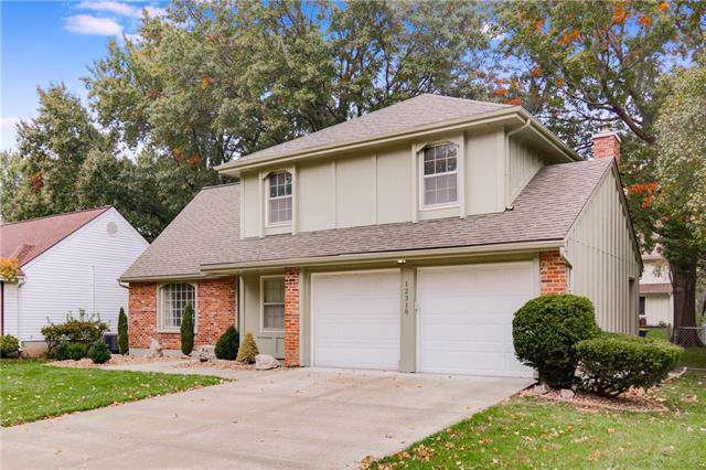 12318 W 102nd Street, Lenexa, KS 66215 (#2195767) :: House of Couse Group
