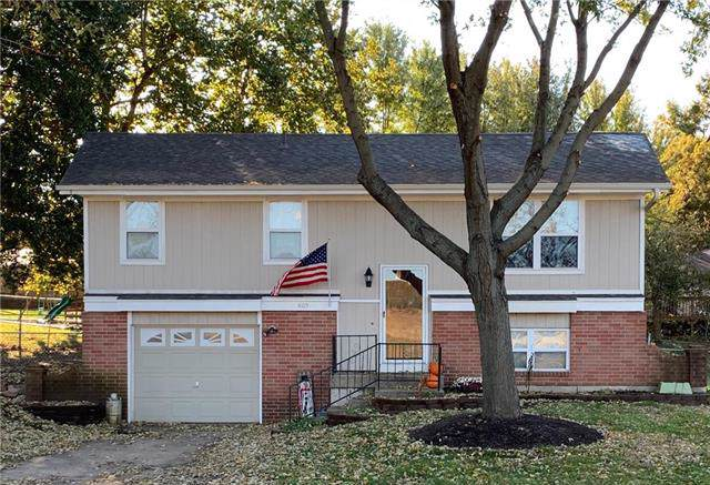 805 S 8th Street, Louisburg, KS 66053 (#2196378) :: House of Couse Group