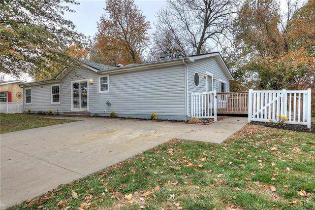7912 NW 122nd Court, Kansas City, MO 64163 (#2196878) :: Clemons Home Team/ReMax Innovations