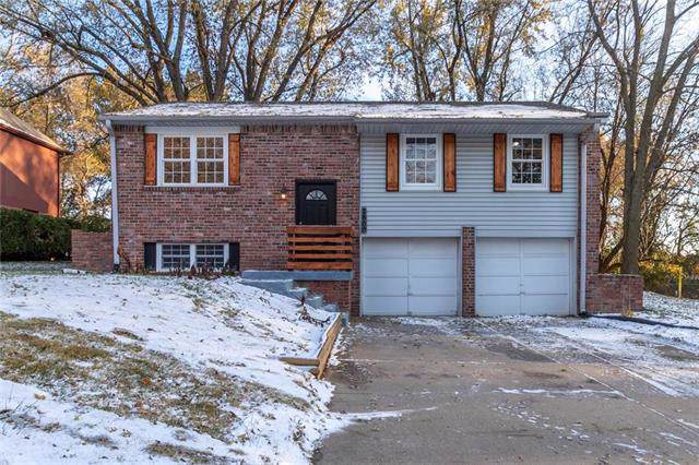 2800 NW Castle Drive, Blue Springs, MO 64015 (#2197646) :: Team Real Estate