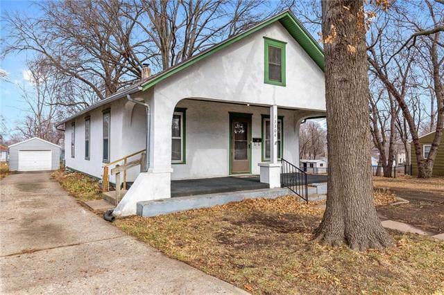 13304 W 91st Street, Lenexa, KS 66215 (#2200708) :: Team Real Estate