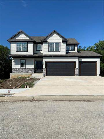 1913 Ridge Tree Drive, Pleasant Hill, MO 64080 (#2202515) :: Jessup Homes Real Estate   RE/MAX Infinity