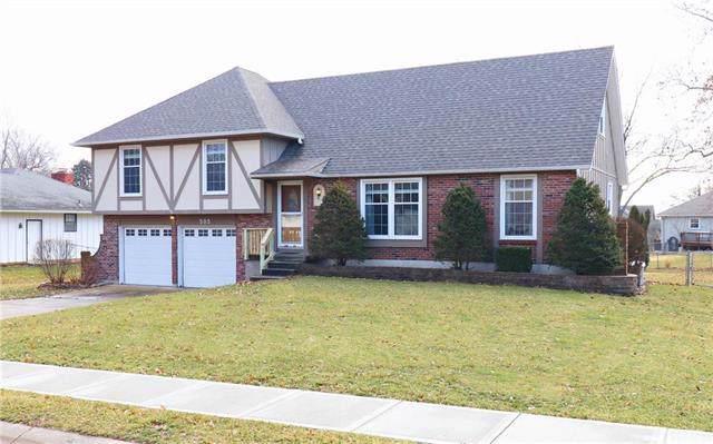 505 W Maple Street, Raymore, MO 64083 (#2202552) :: Eric Craig Real Estate Team