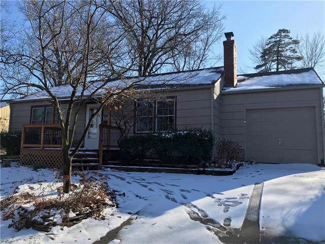 3913 W 67th Street, Prairie Village, KS 66208 (#2203227) :: Austin Home Team