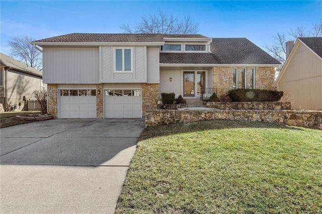 4067 SW Royale Court, Lee's Summit, MO 64082 (#2203858) :: Beginnings KC Team