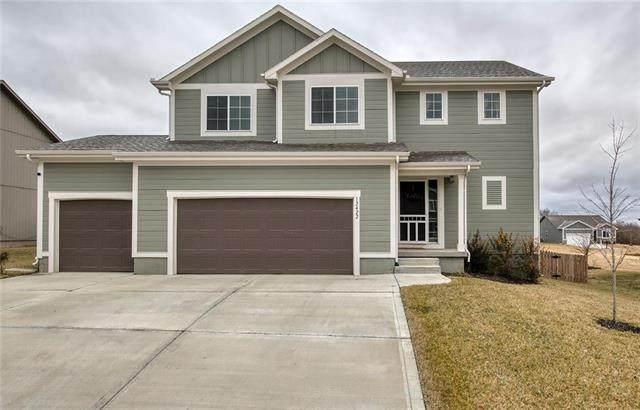 12422 Live Oak Circle, Peculiar, MO 64078 (#2204913) :: Eric Craig Real Estate Team