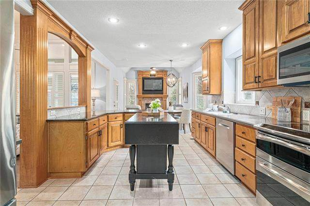 2109 W 144th Street, Leawood, KS 66224 (#2207186) :: House of Couse Group