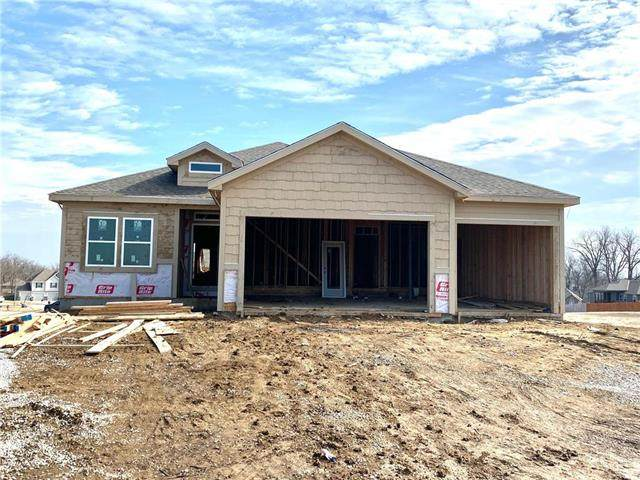 18201 Belinda Drive, Smithville, MO 64089 (#2207569) :: House of Couse Group