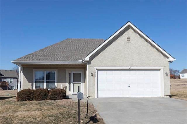 12308 N Pomona Lane, Kansas City, MO 64163 (#2208556) :: Audra Heller and Associates