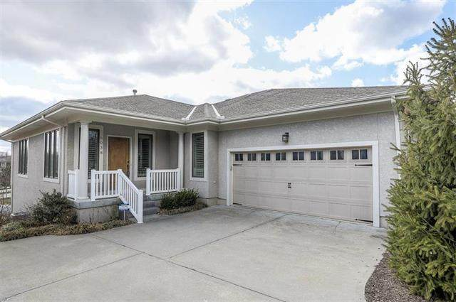 6038 W 102nd Terrace, Overland Park, KS 66207 (#2208747) :: Eric Craig Real Estate Team