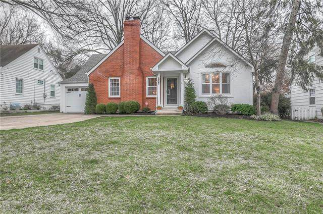 5519 Chadwick Road, Fairway, KS 66205 (#2210924) :: House of Couse Group