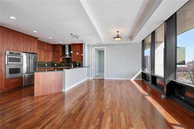 700 W 31st Street #406, Kansas City, MO 64108 (#2211682) :: House of Couse Group
