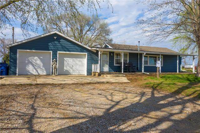 23464 Garrett Road, Tonganoxie, KS 66086 (#2214988) :: House of Couse Group