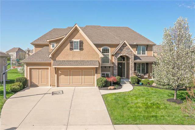 9320 W 158th Street, Overland Park, KS 66221 (#2215498) :: House of Couse Group
