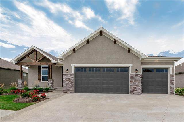 11278 S Violet Street, Olathe, KS 66061 (#2220200) :: Dani Beyer Real Estate