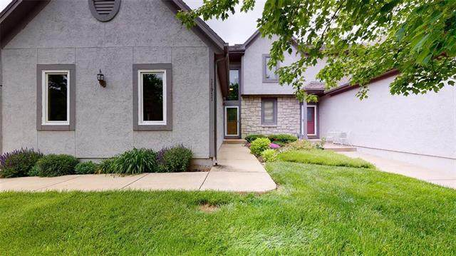 11911 Westgate Circle, Overland Park, KS 66213 (#2220810) :: House of Couse Group