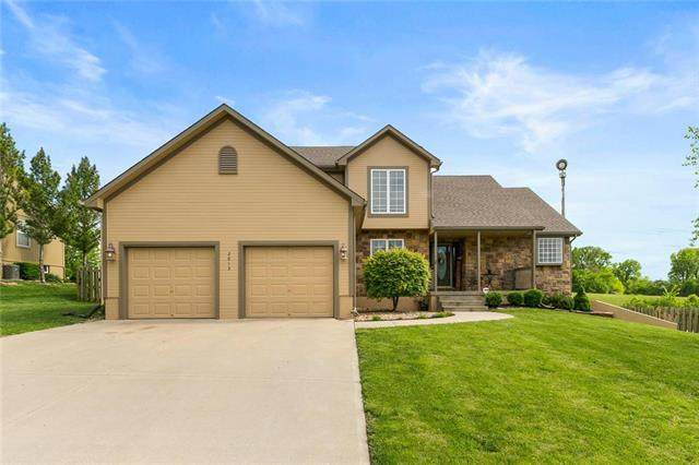 2613 Meadowlark Drive, Harrisonville, MO 64701 (#2221104) :: House of Couse Group