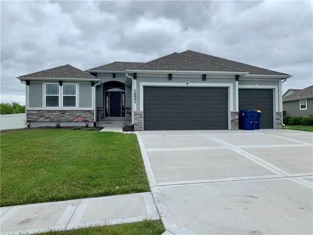 12501 White Oak Street, Peculiar, MO 64078 (#2221516) :: Eric Craig Real Estate Team