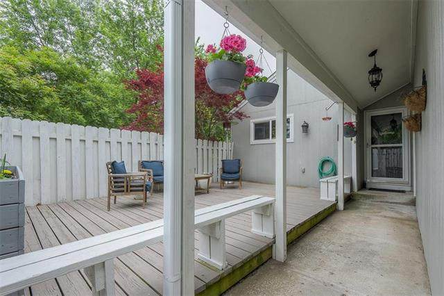 5201 NW 82ND Terrace, Kansas City, MO 64151 (#2221915) :: Audra Heller and Associates