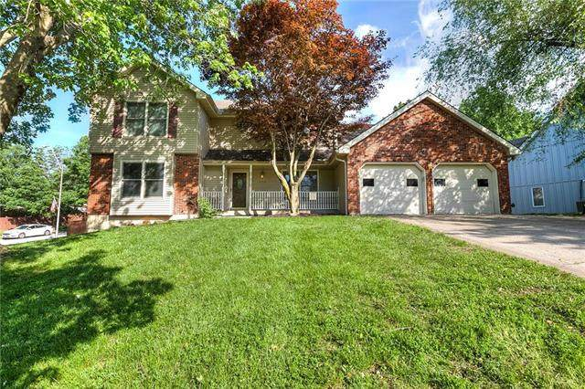 8249 N Flora Avenue, Kansas City, MO 64118 (#2223049) :: Ron Henderson & Associates