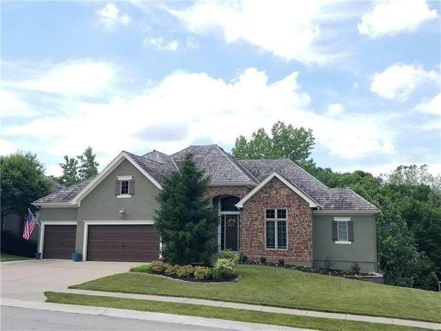 8110 Forest Park Drive, Parkville, MO 64152 (#2224422) :: Audra Heller and Associates
