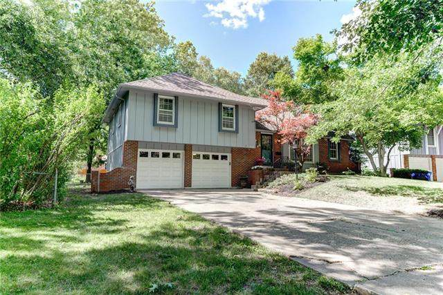 9712 W 97th Street, Overland Park, KS 66212 (#2225962) :: The Shannon Lyon Group - ReeceNichols