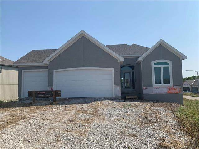 20917 W 189th Street, Spring Hill, KS 66083 (#2225986) :: House of Couse Group