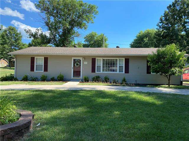 1404 Lawndale Avenue, Pleasant Hill, MO 64080 (#2227604) :: Five-Star Homes