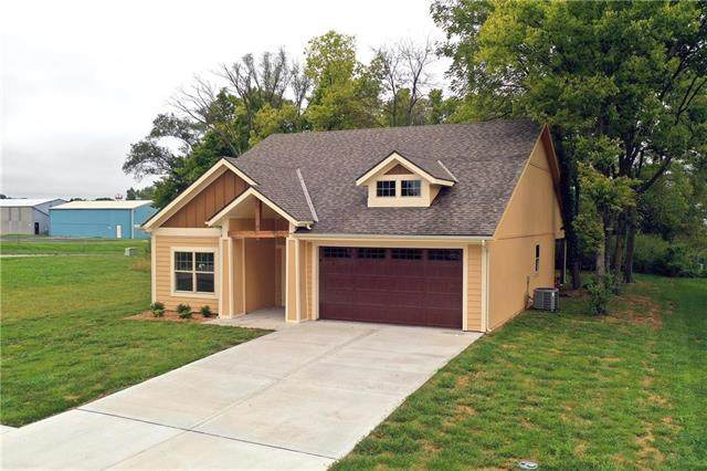626 NW Walnut Street, Grain Valley, MO 64029 (#2227614) :: Jessup Homes Real Estate | RE/MAX Infinity