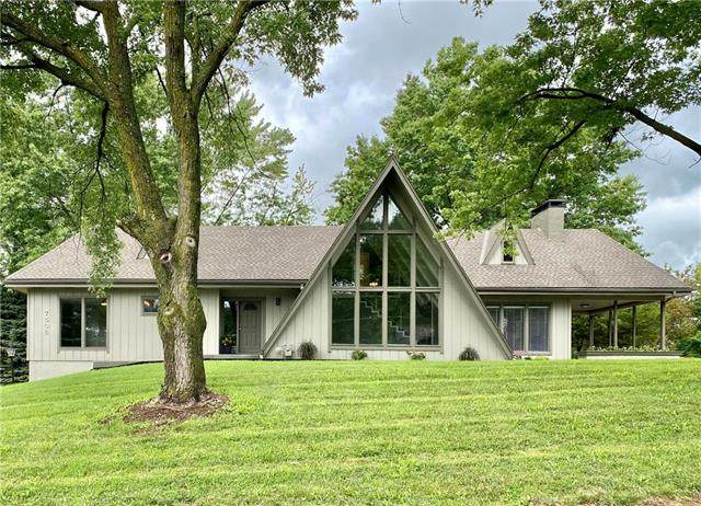 7506 NW Kerns Drive, Weatherby Lake, MO 64152 (#2229187) :: House of Couse Group