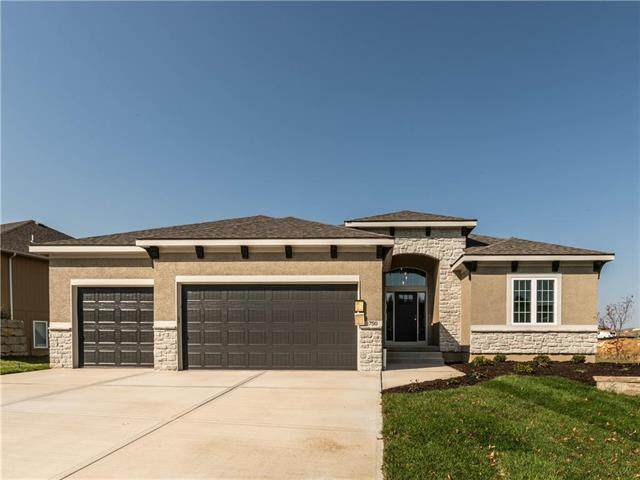 1750 NE Parkwood Drive, Lee's Summit, MO 64015 (#2229509) :: The Gunselman Team