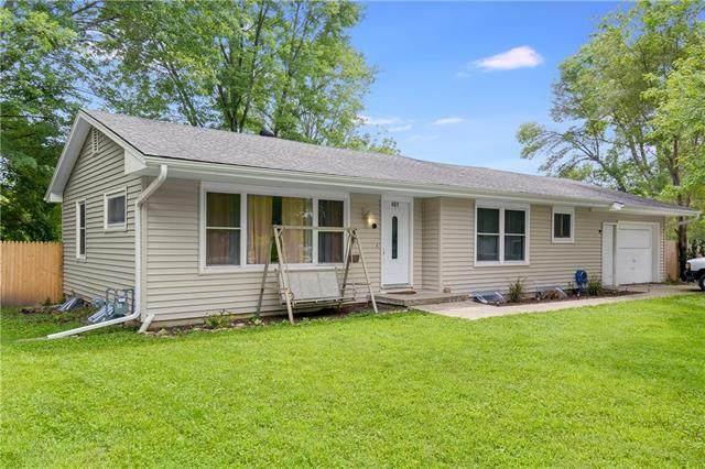401 SE 20th Street, Oak Grove, MO 64075 (#2230676) :: Ron Henderson & Associates