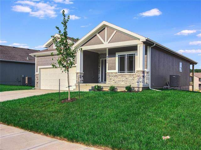 6792 Prairie Lane, Parkville, MO 64152 (#2231118) :: Dani Beyer Real Estate