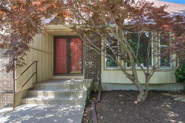 10002 NW 67th Street, Kansas City, MO 64152 (#2231162) :: Dani Beyer Real Estate