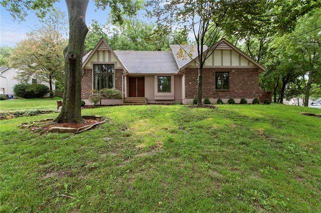 1606 NW Weatherstone Lane, Blue Springs, MO 64015 (#2234400) :: Ask Cathy Marketing Group, LLC