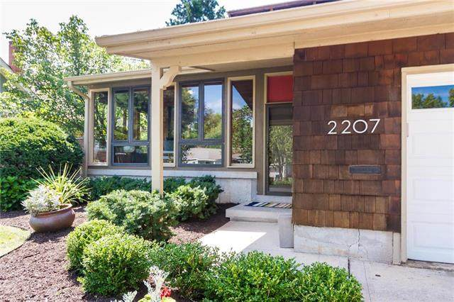 2207 W 73rd Street, Prairie Village, KS 66208 (#2234806) :: House of Couse Group